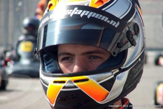 Verstappen changes colours
