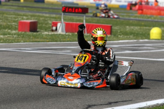 CRG-MAXTER WINS THE KZ2 TITLE WITH LENNOX IN THE WSK MASTER SERIES. TIENE (CRG-BMB) RUNNER-UP IN KF2. PEX AND FEDERER FIRST AND SECOND IN THE LAST RACE IN KZ1
