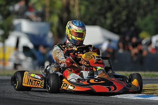 Lammers (KZ1) and Albon (KF3) close to the World Cup