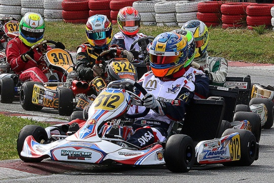 About 80 pilots at the Portuguese Championship opener