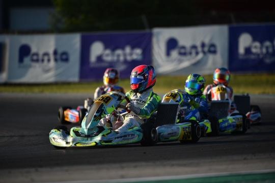 Manetti Motorsport attacks at night