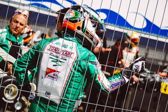 Marco Ardigò raises the white flag