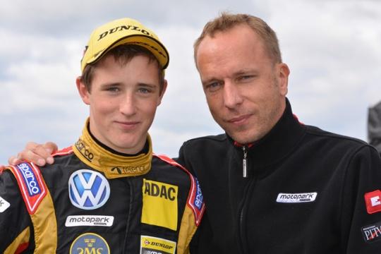 Eriksson stays at Team Motopark