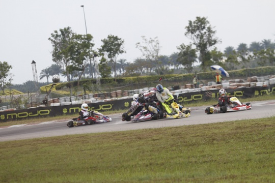 Big crash in DD2 class in the Rotax Max Asia Challenge RND.6 !