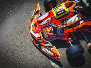 Behind the scenes: karting liveries.
