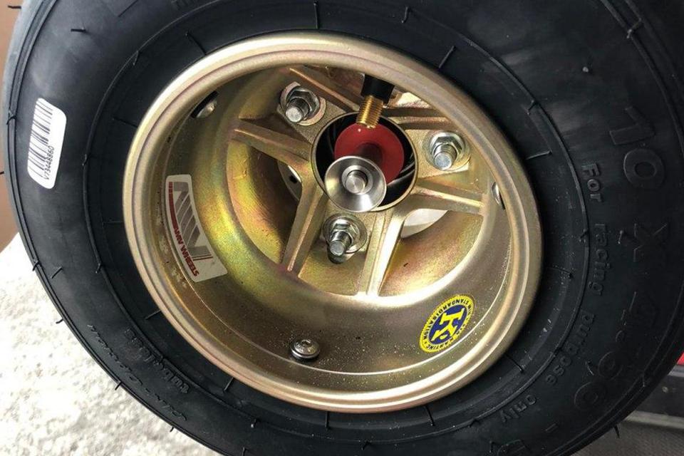 Formula 1-style wheel change